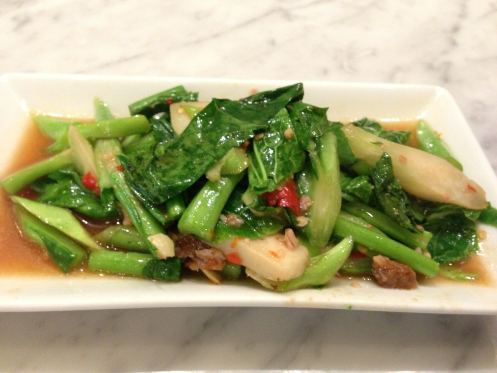Stir-fried Kailan with Pork Crisps
