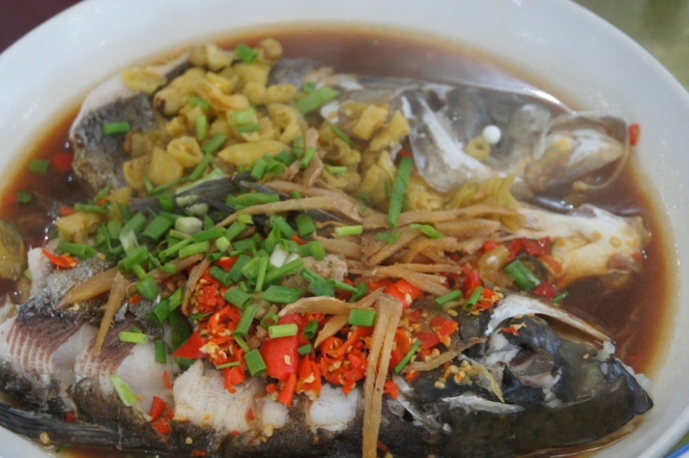 剁椒魚頭 Steamed Fish Head in Chopped Chilli