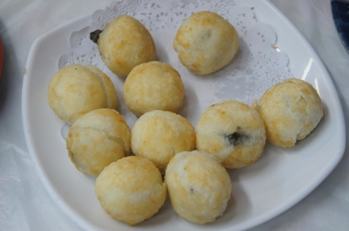 Deep Fried Glutinous Rice Balls with Bean Paste fillings 炸豆沙湯圓