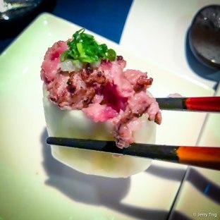 鹽燒和牛伴芽葱壽司