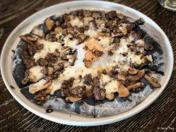 招牌牛肉黑松露蘑菇温泉蛋披萨