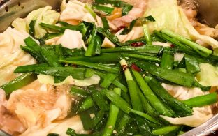 Chives and chicken hotpot