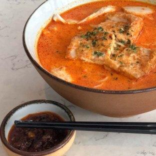 Singapore live prawn laksa