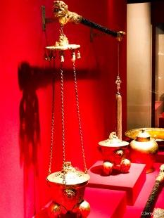 金云龙纹提炉,清同治,炉高23厘米,口径17.2厘米,杆长103厘米。