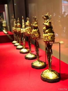金嵌珠七珍,清,高44厘米,底径16×11.5厘米。
