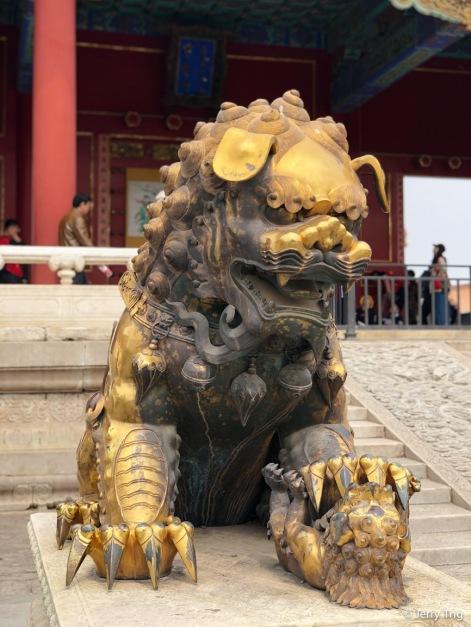 Qing-era stone lions 清代銅獅