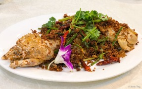 避风塘濑尿虾皇 Typhoon Shelter-style mantis prawn