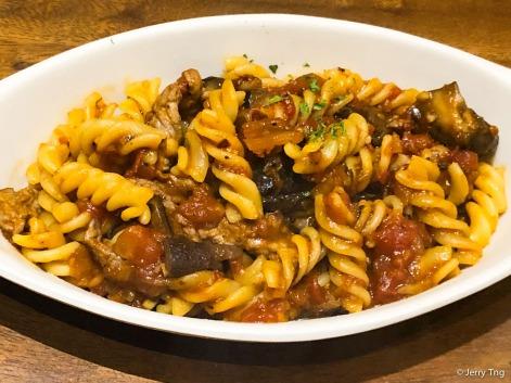La Carne de Vaca y Setas las Pastas • Beef and mushroom pasta