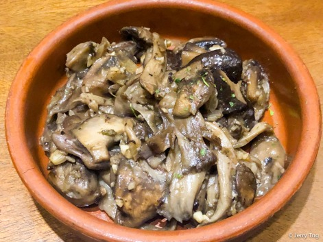 Setas al Ajillo • Garlic fried mushrooms