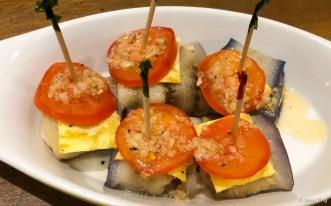 Rollitos de Berenjena y Gambas • Garlic fried shrimp, rolled in eggplant
