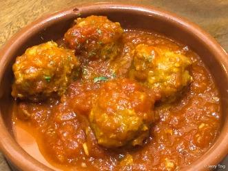 Albondigas • Meatballs in tomato-oregano sauce
