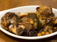 Manitas de Cerdo con Garbanzos • Stewed pigs feet with white beans