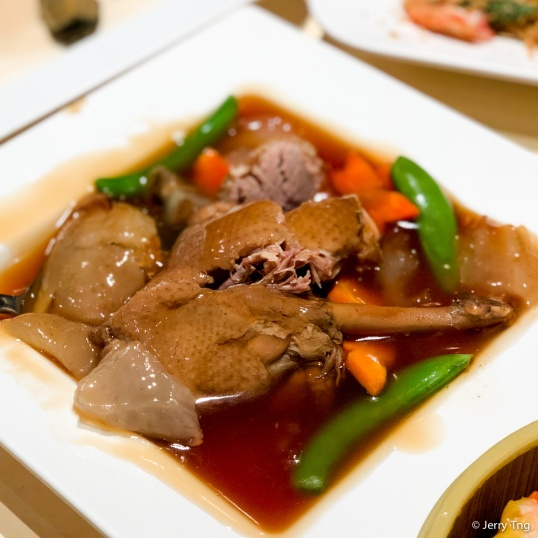 海参焖鸭 Braised Duck with Sea-cucumbe