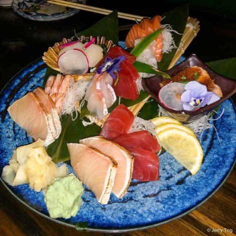 Large sashimi plate with 25 pcs of chef's choice premium sashimi
