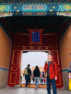过了三大殿向西,过慈宁宫,就可以看到寿康门了
