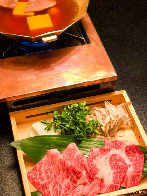Main Dish Tofu & Beef Hot Pot とうふ牛なべ