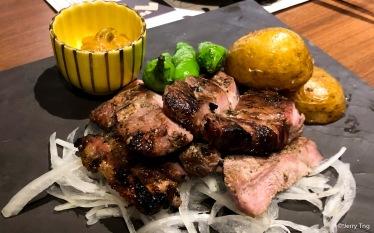 藁焼きした豚肩ロース~塩麹焼き~ Grilled pork loin with salt