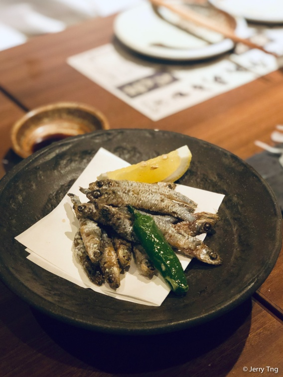 きびなごの唐揚げ Deep-fried sardines