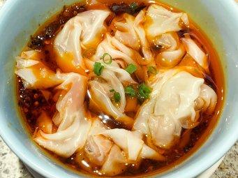 红油抄手 Sichuan wontons in spicy sauce