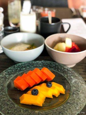Haru manis (mango) and papaya