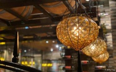 Traditional Japanese steakhouse decor