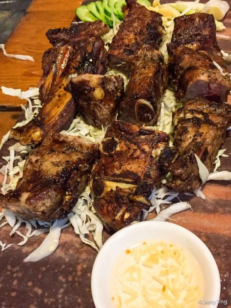 燒烤山豬排 grilled mountain pork ribs