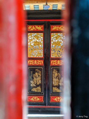 门缝内华丽 Peeping through the door crack
