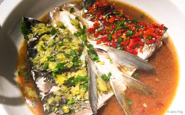 双色鱼头 Carp fish head with two types of chilli