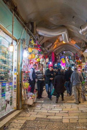 Walk thru a busy souk
