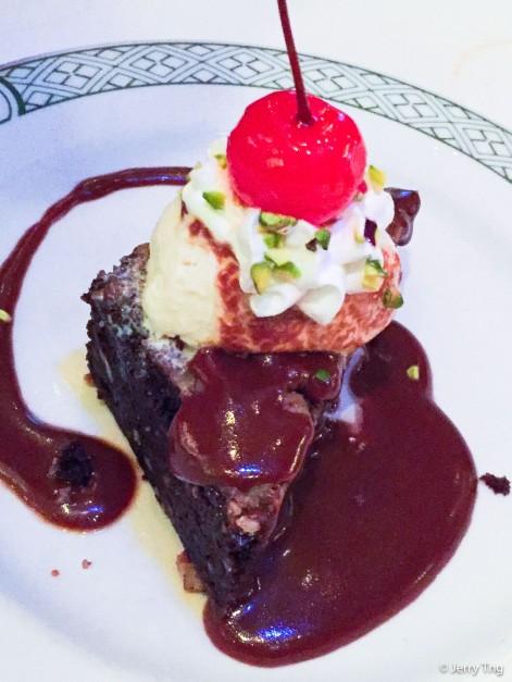 Chocolate brownies with vanilla ice cream