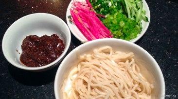 老北京炸醬麵 Old Beijing zhajiang noodles